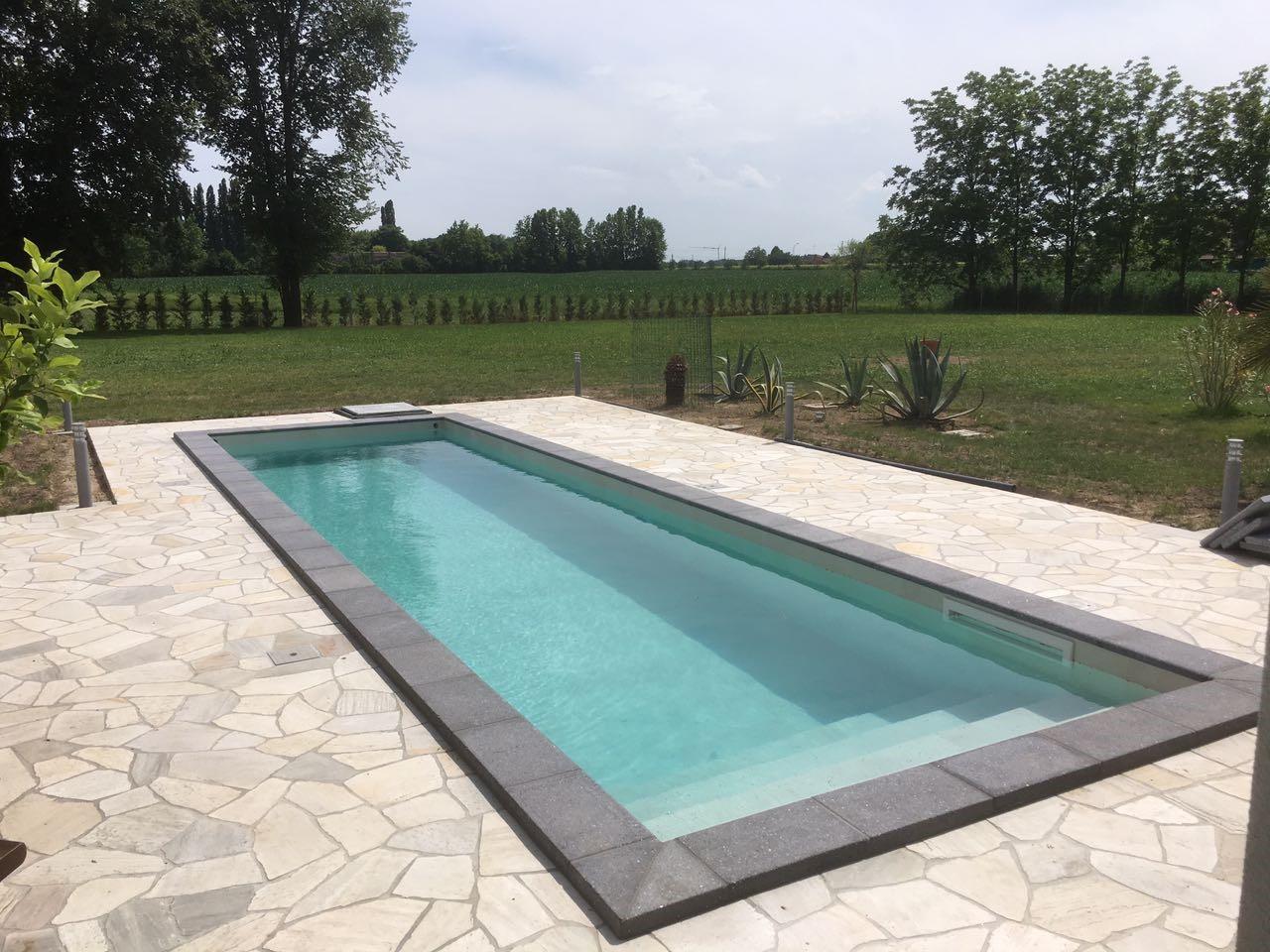 Guarda come nasce una piscina nelle 8 immagini.