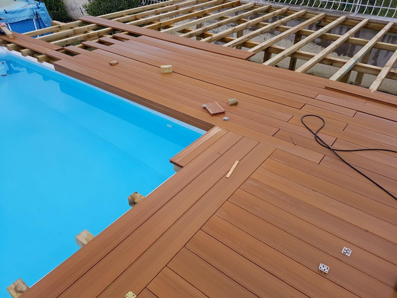 Sembra interrata e invece piscine for Pavimentazione per piscine fuori terra