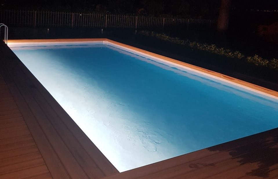 Sembra interrata e invece piscine - Illuminazione piscina ...