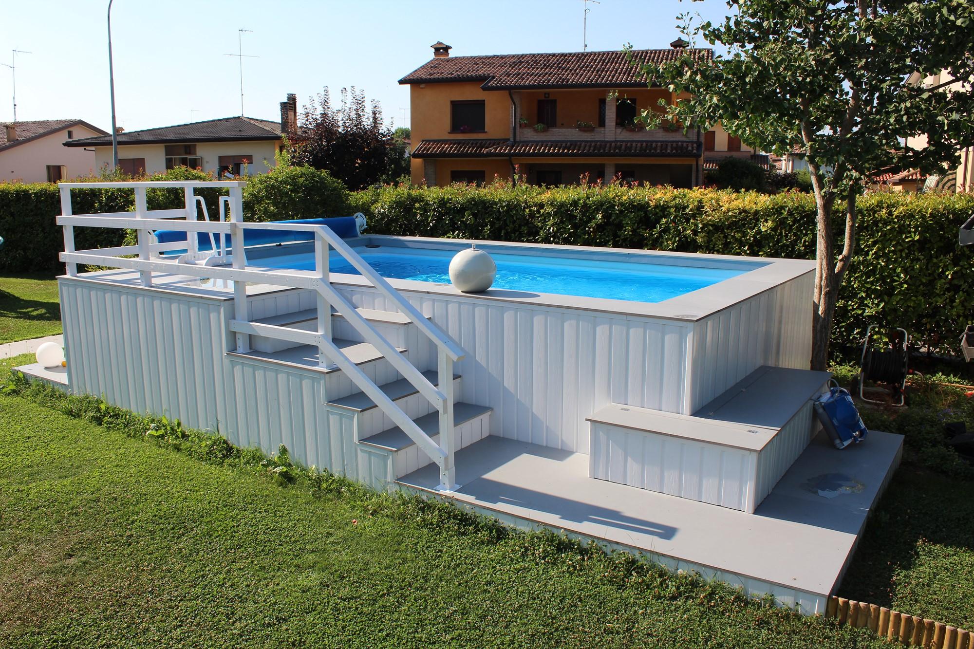 Stunning piscina fuori terra rivestita in wpc vista - Piscine seminterrate economiche ...