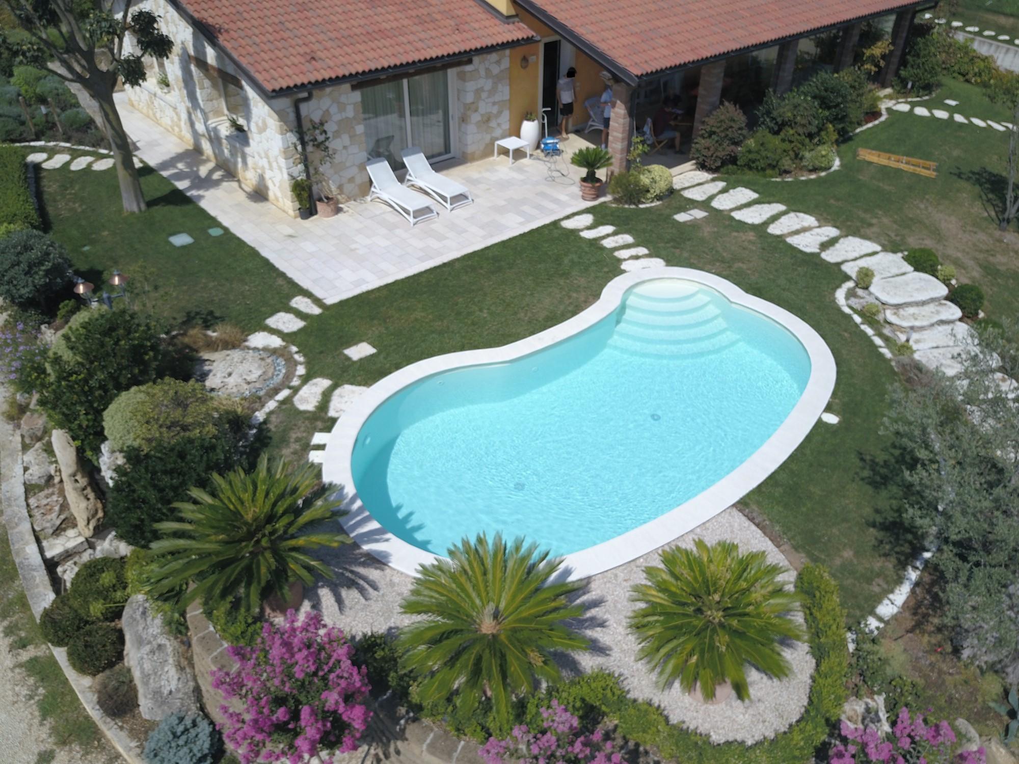 Qualche idea per la tua futura piscina interrata piscine for Scala in cemento armato a vista