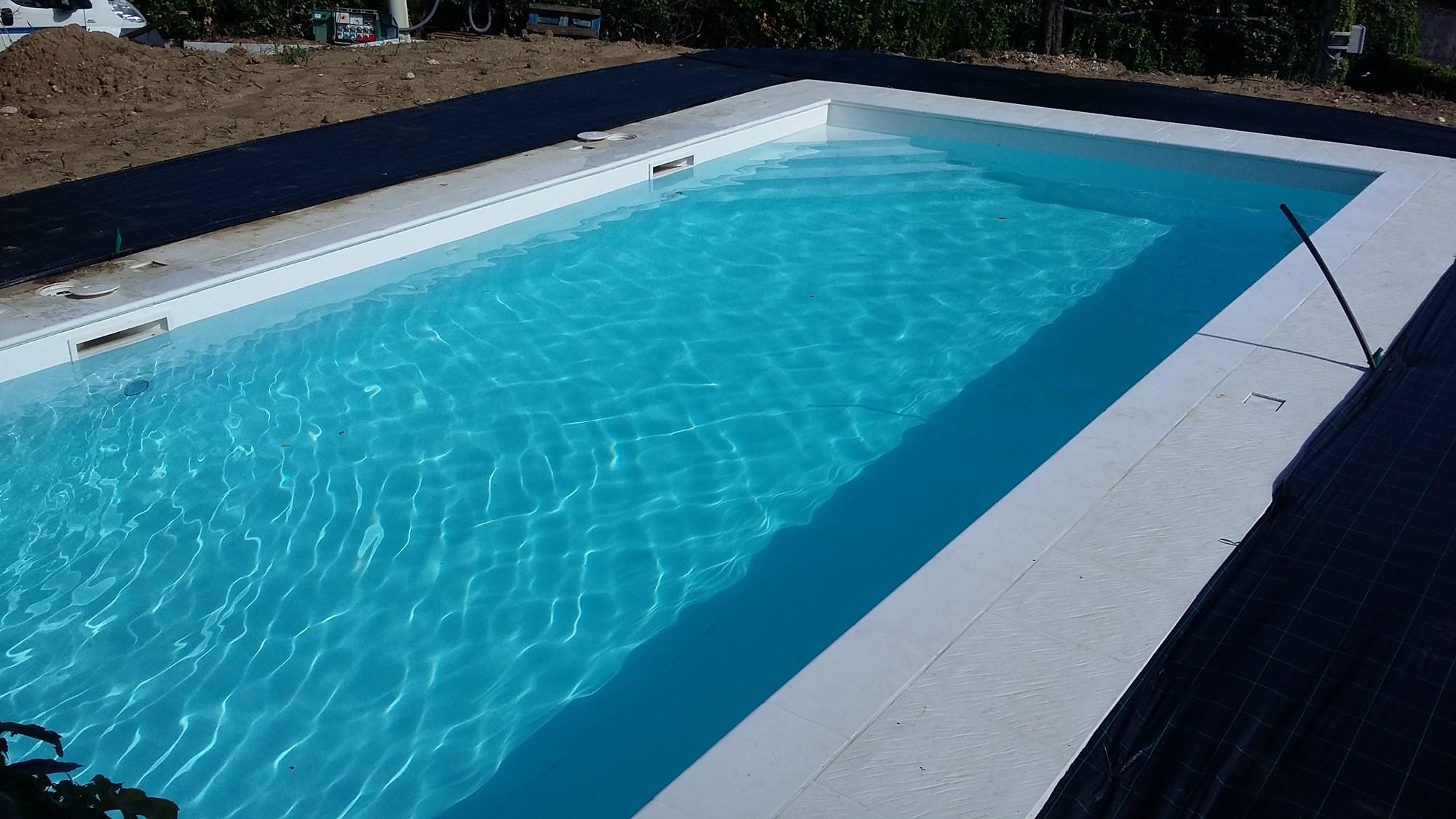 Scopri come si costruisce una piscina interrata piscine - Piscina a sale ...