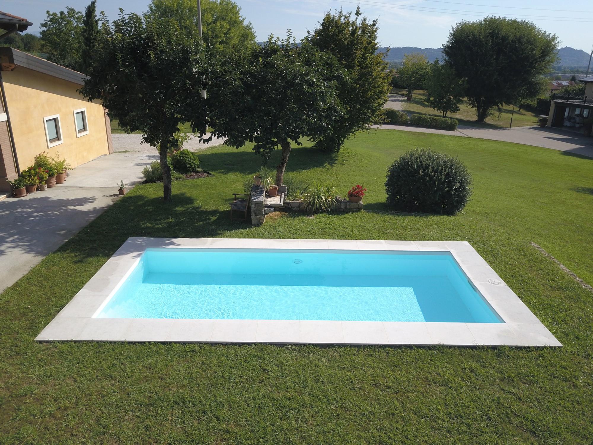 Prima e dopo 37 immagini con e senza piscina for Piscine per giardino