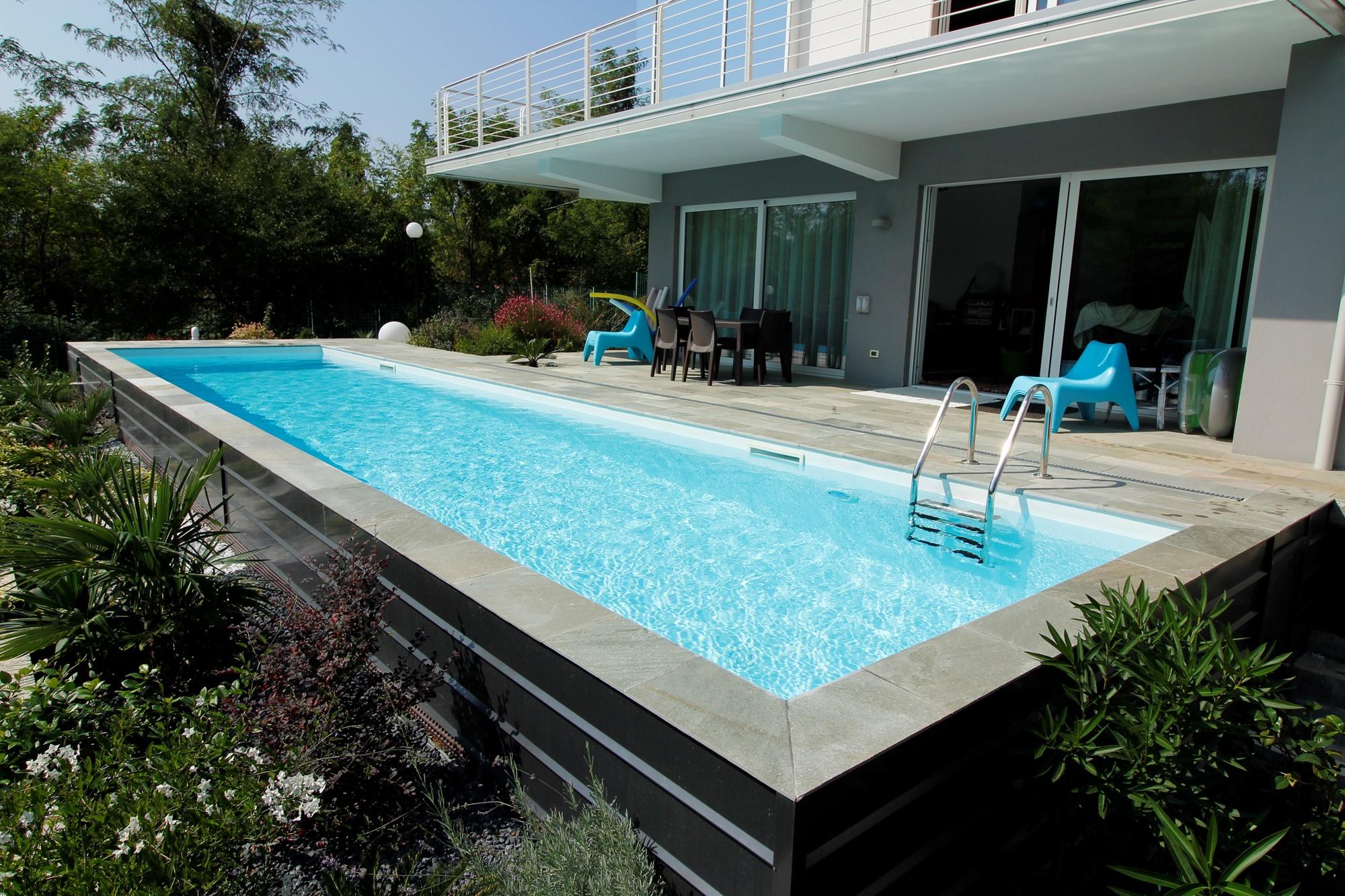 Piscina piscine for Faretti per piscine fuori terra